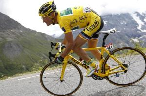 europcars-thomas-voeckler-of-france-descends-the-col-du-galibier-during-the-ukeurosportyahoocom-1