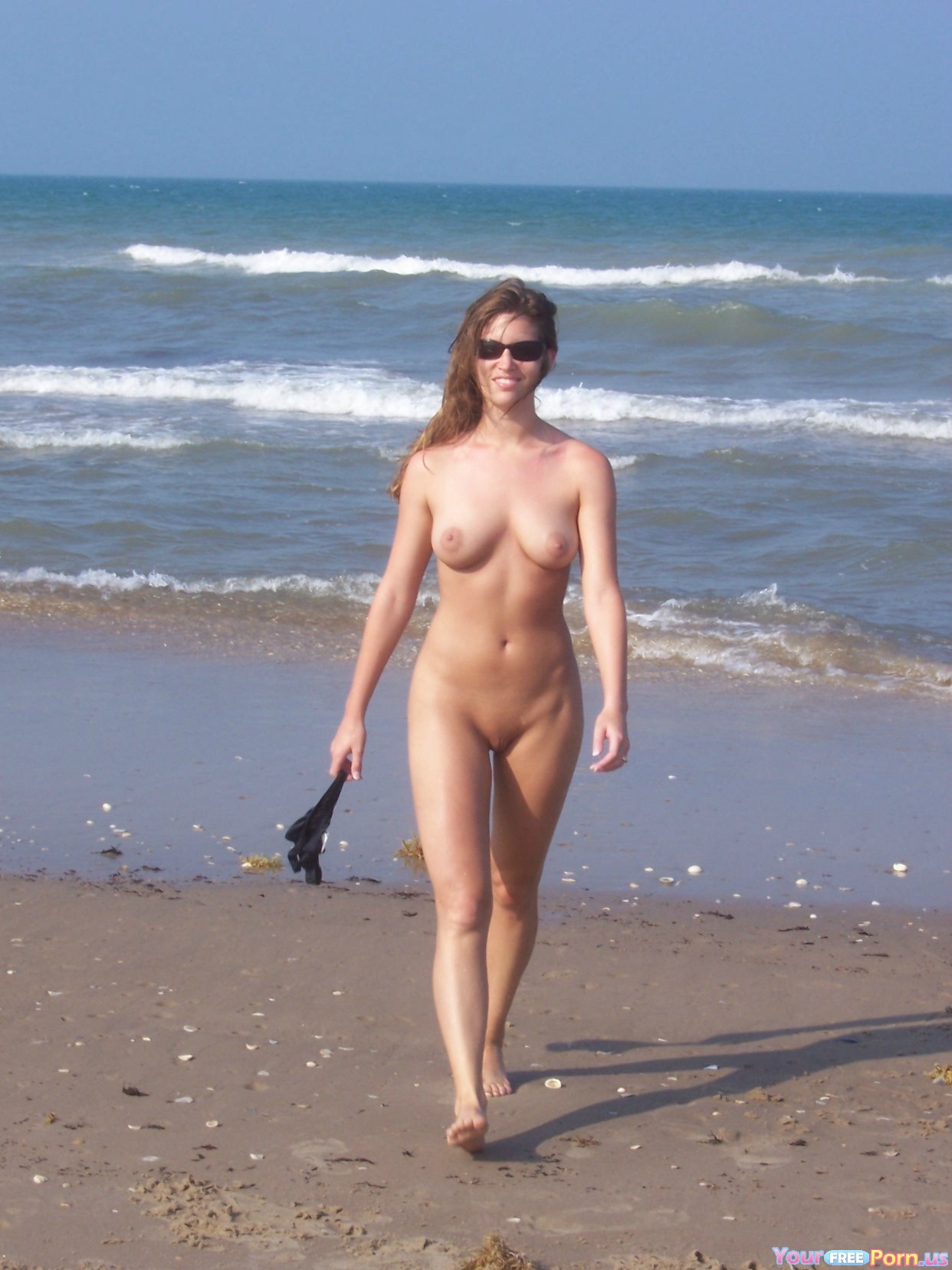 Girls walking nudist