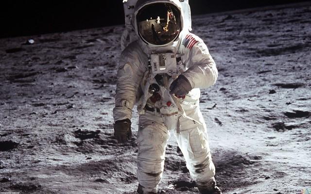 man_on_the_moon_1920x1200
