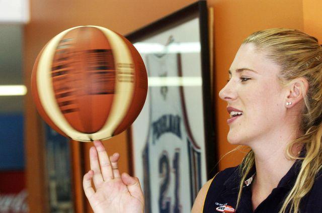 lauren-jackson-lauren-jackson-spinning-a-basketball-1